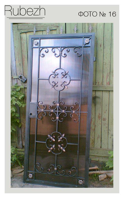 двери железные с элементами ковки произв