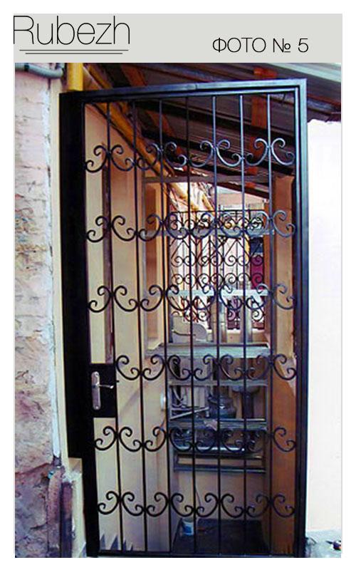 решетка на входную дверь железная