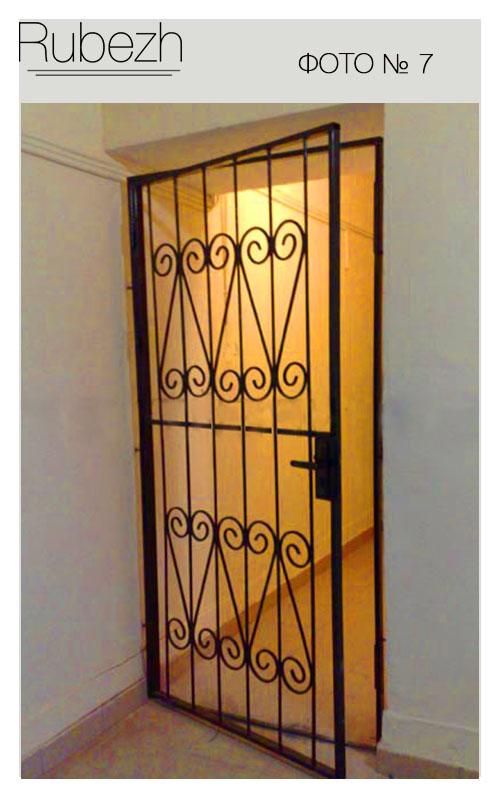 железные решетчатые двери на две квартиры