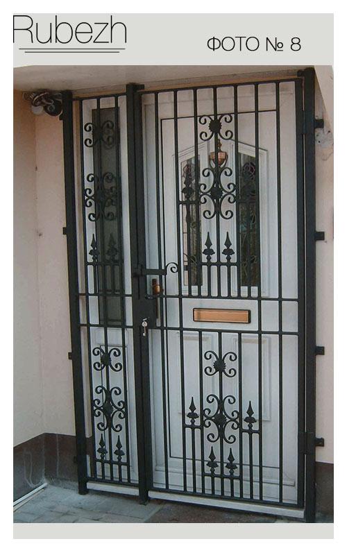 двери тамбурные металлические со стеклопакетом и решеткой